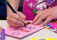 הכנת כרטיסי ברכה עם ילדים
